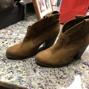 Vince Camuto Shoes - Vince Camuto booties. Size 8.5.